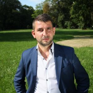 https://pliki.parlamentarny.pl/i/00/20/18/002018_r1_300.jpg