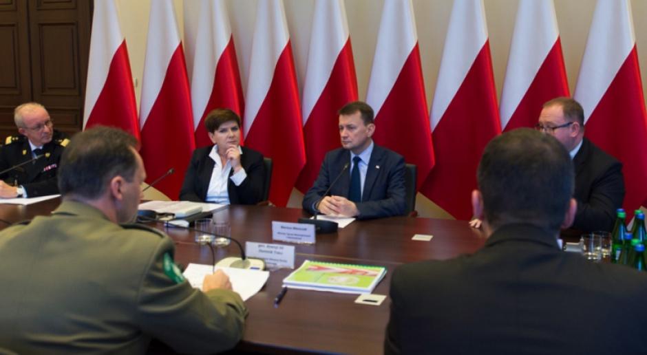 Tłem konferencji po posiedzeniach rządu będą polskie flagi
