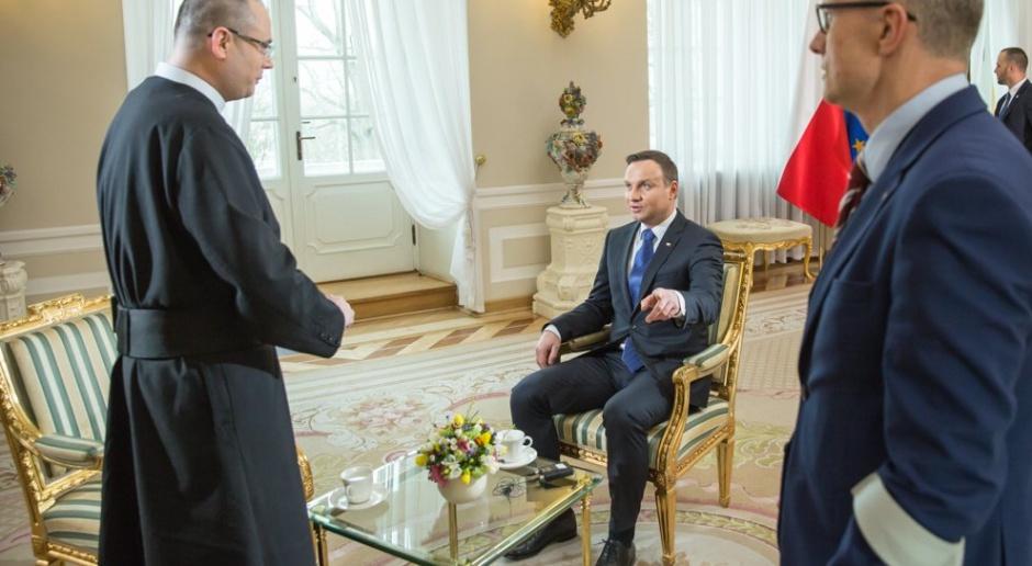 Andrzej Duda ocenił działanie Trybunału Konstytucyjnego jako fatalne. Uważa, że łamie on prawo