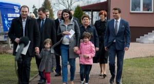 Połowa Polaków realizuje dwupokoleniowy model rodziny