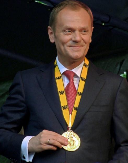 Donald Tusk po otrzymaniu nagrody im. Karola Wielkiego, źródło: wikipedia.org/CC BY-SA 3.0