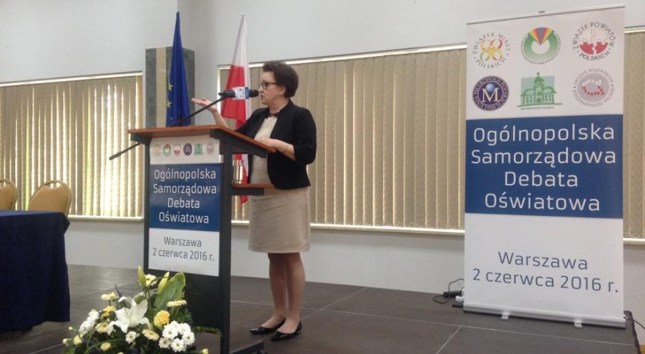 Anna Zalewska, MEN, plany edukacyjne. Politycy i nauczyciele komentują