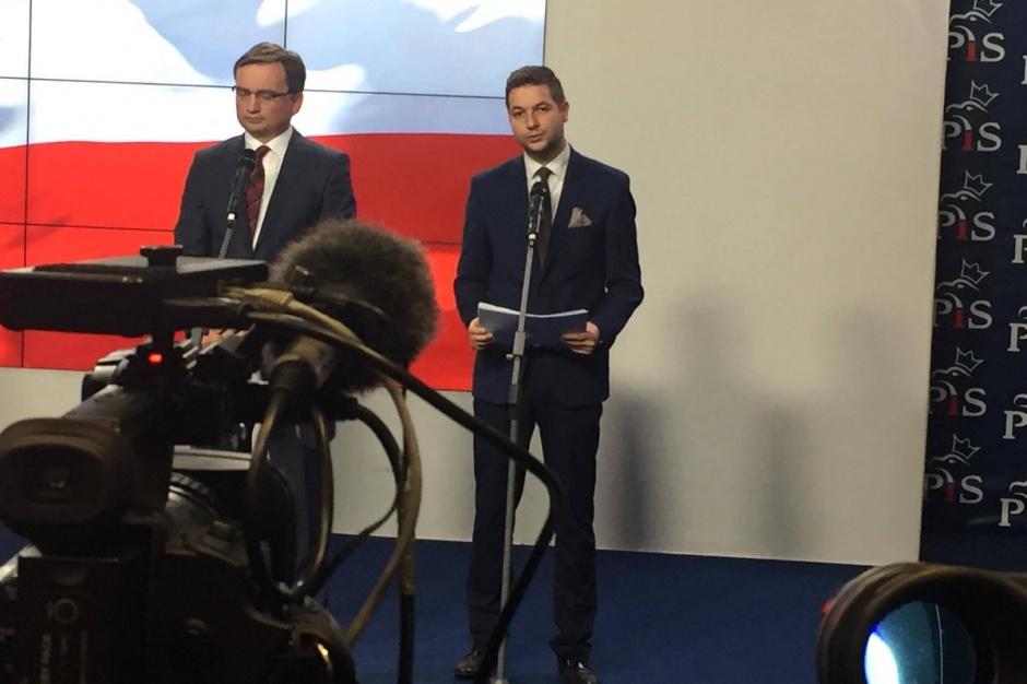 Zbigniew Ziobro i Patryk Jaki pilotują nowy projekt dotyczący reprywatyzacji w resorcie sprawiedliwości. (źródło: twitter.com/pisorgpl)