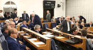 Zakaz propagowania komunizmu: Projekt skierowany do prac w komisjach