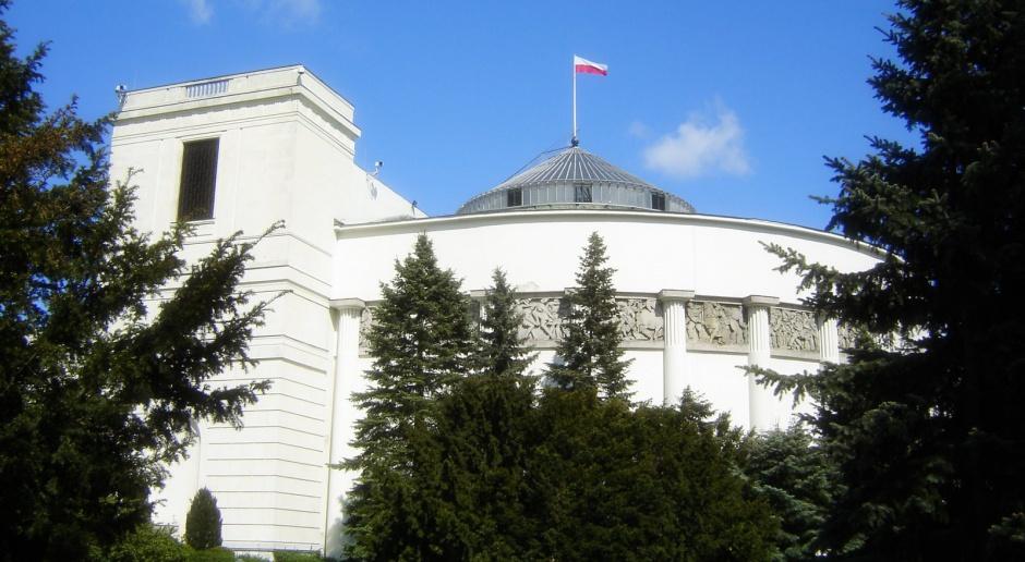 Sejm rozpoczął debatę o trzech projektach frankowych