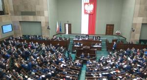 Posłowie za zmianami w Karcie Polaka