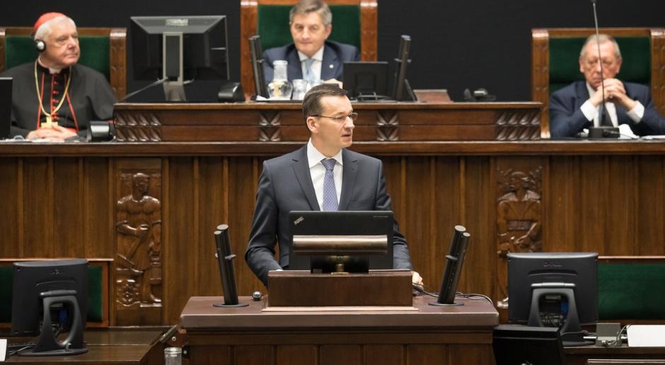 Posłowie opozycji wyczekują propozycji legislacyjnych Mateusza Morawieckiego. Ostatnią jego propozycją była kwota wolna od podatku dla najuboższych, źródło: Kancelaria Sejmu/twitter.com