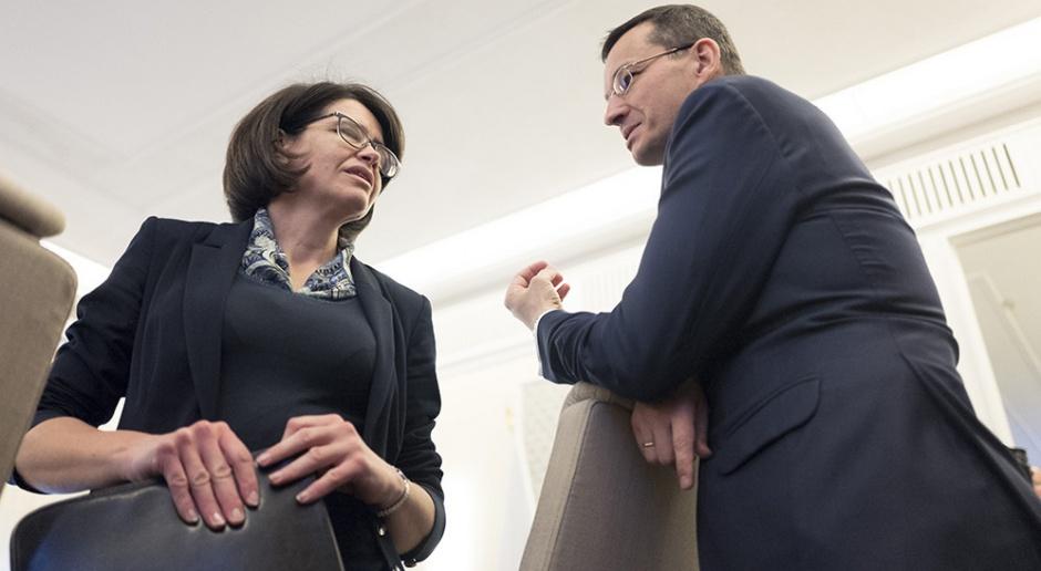 Zdjęcie z posiedzenia Rady Ministrów z dnia 17 stycznia, ministrowie Mateusz Morawiecki i Anna Streżyńska. (źródło: KPRM/domena publiczna)