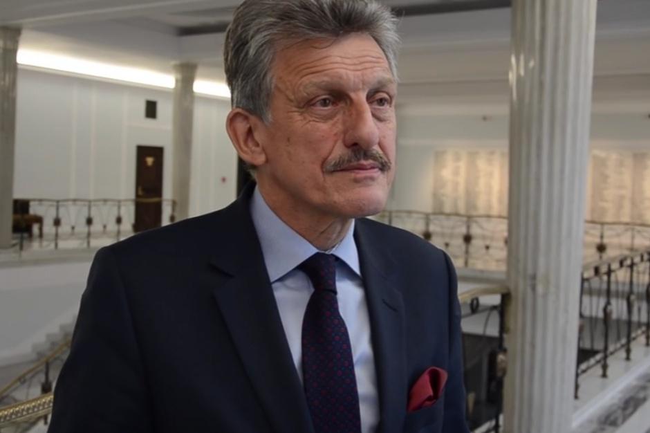 Gdziekolwiek by nie spojrzeć mamy do czynienia z krytyką wymiaru sprawiedliwości - mówi Stanisław Piotrowicz (fot.youtube.com)