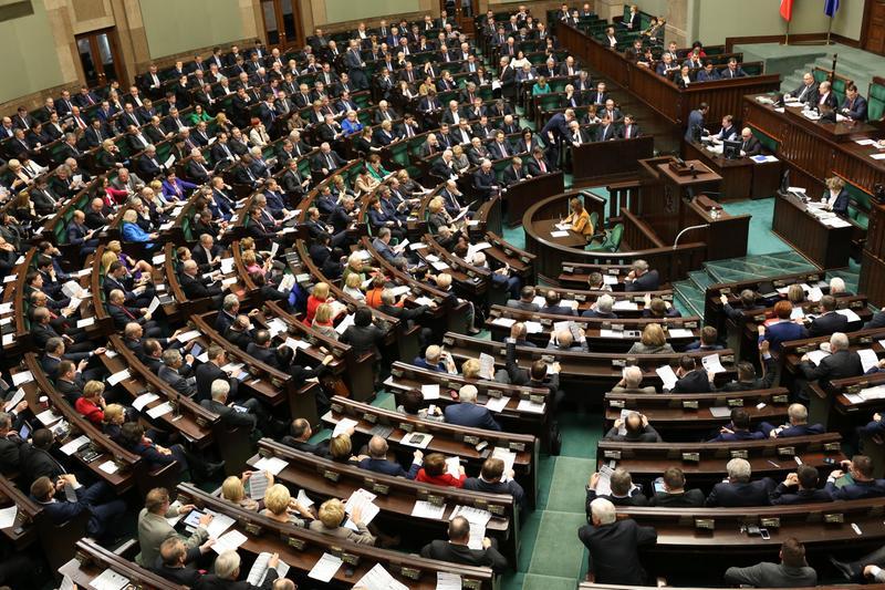 Do porządku obrad wprowadzono debatę nad wnioskiem o przeprowadzenie referendum edukacyjnego (fot.sejm.gov.pl/Krzysztof Białoskórski)
