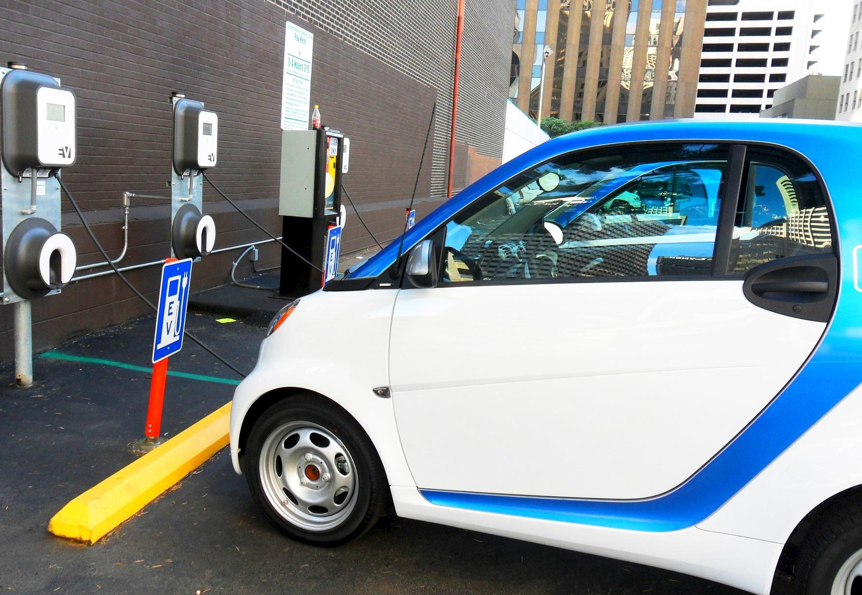 Być może stawka akcyzy za samochód elektryczny zostanie obniżona do zera (fot.pixabay.com)
