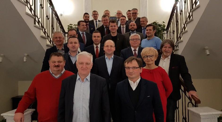 Solidarna Polska i Porozumienie: wyrażamy ubolewanie wz. z decyzją Senatu ws. Koguta