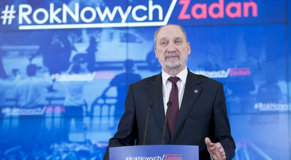 Macierewicz: wiceministrowie Smyrgała i Grabski odwołani z MON