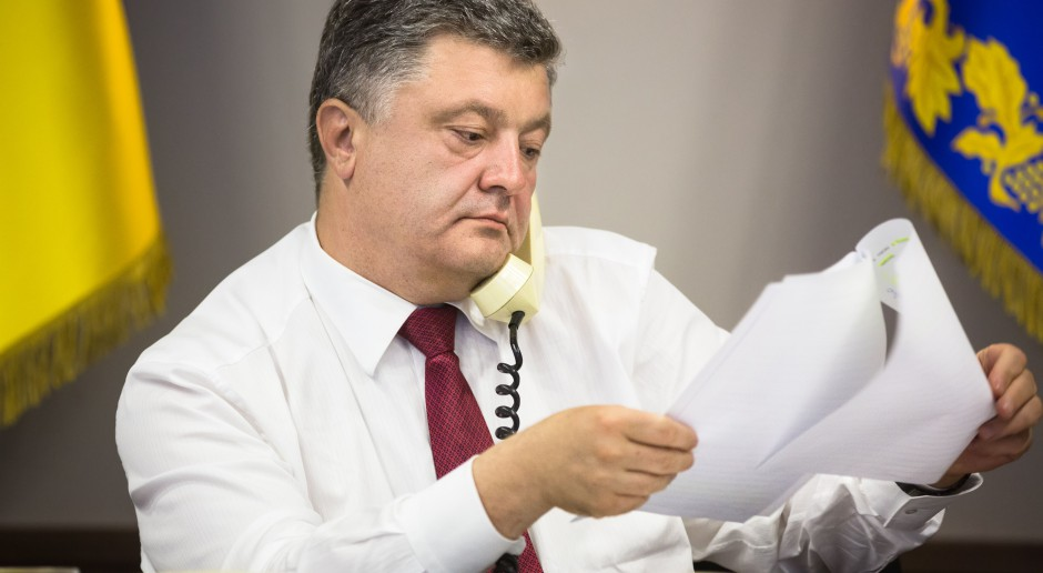 Ukraina. Poroszenko zamierza pokonać Zełenskiego przez nokaut
