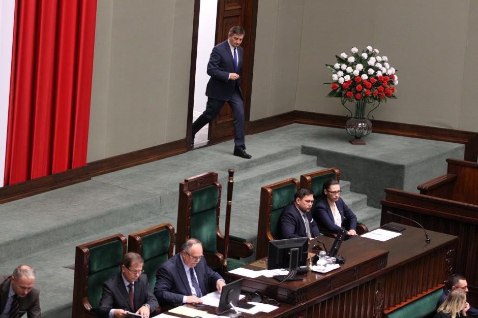 Marszałek Sejmu Marek Kuchciński wchodzący na obrady do sali plenarnej, źródło: Sejm RP/flickr.com