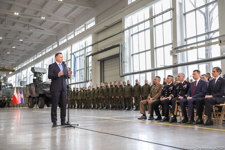 Rozpoczynamy wyposażanie Polski w najnowocześniejszy system obronny - powiedział prezydent (fot.prezydent.pl/Jakub Szymczuk)