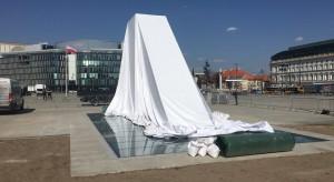 Stasiak: Pomnik smoleński nie powinien być wykorzystywany do partyjnych zagrywek