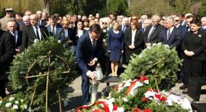 Premier i prezes PiS złożyli wieńce na Wojskowych Powązkach