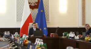 Rząd sporo stracił w oczach Polaków, prezydent nieco mniej
