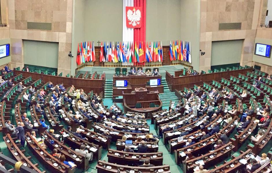 Sala polskiego Sejmu udekorowana na obrady Zgromadzenia Parlamentarnego NATO, źródło: twitter.com/MON_GOV_PL