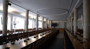 Dziennikarze wracają na korytarze parlamentu