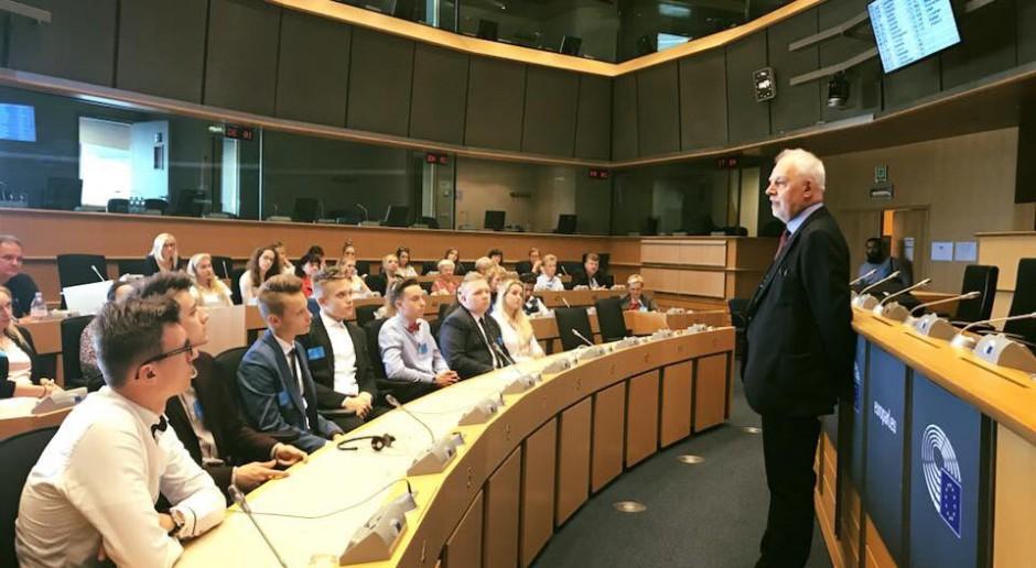 Europoseł Jan Olbrycht w jednej z sal Europarlamentu, źródło: twitter.com/JanOlbrycht