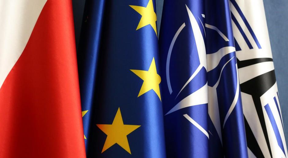 Flagi w polskim Sejmie, źródło: Krzysztof Białoskórski/Kancelaria Sejmu/flickr.com/CC BY 2.0