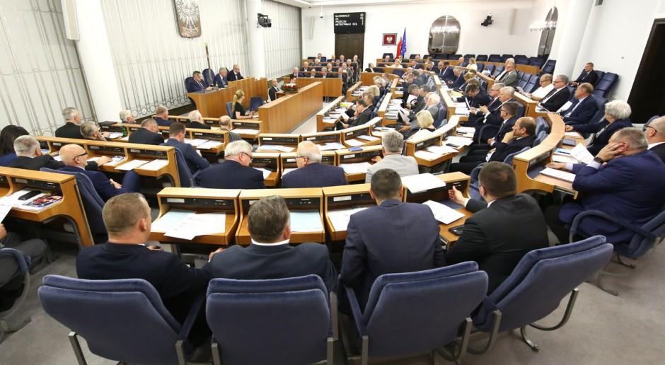 Senatorowie w czasie pracy w Senacie RP, źródło: twitter.com/PolskiSenat