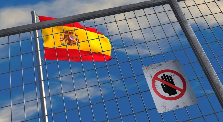 Minister obrony Hiszpanii krytykuje niechęć do przyjmowania imigrantów