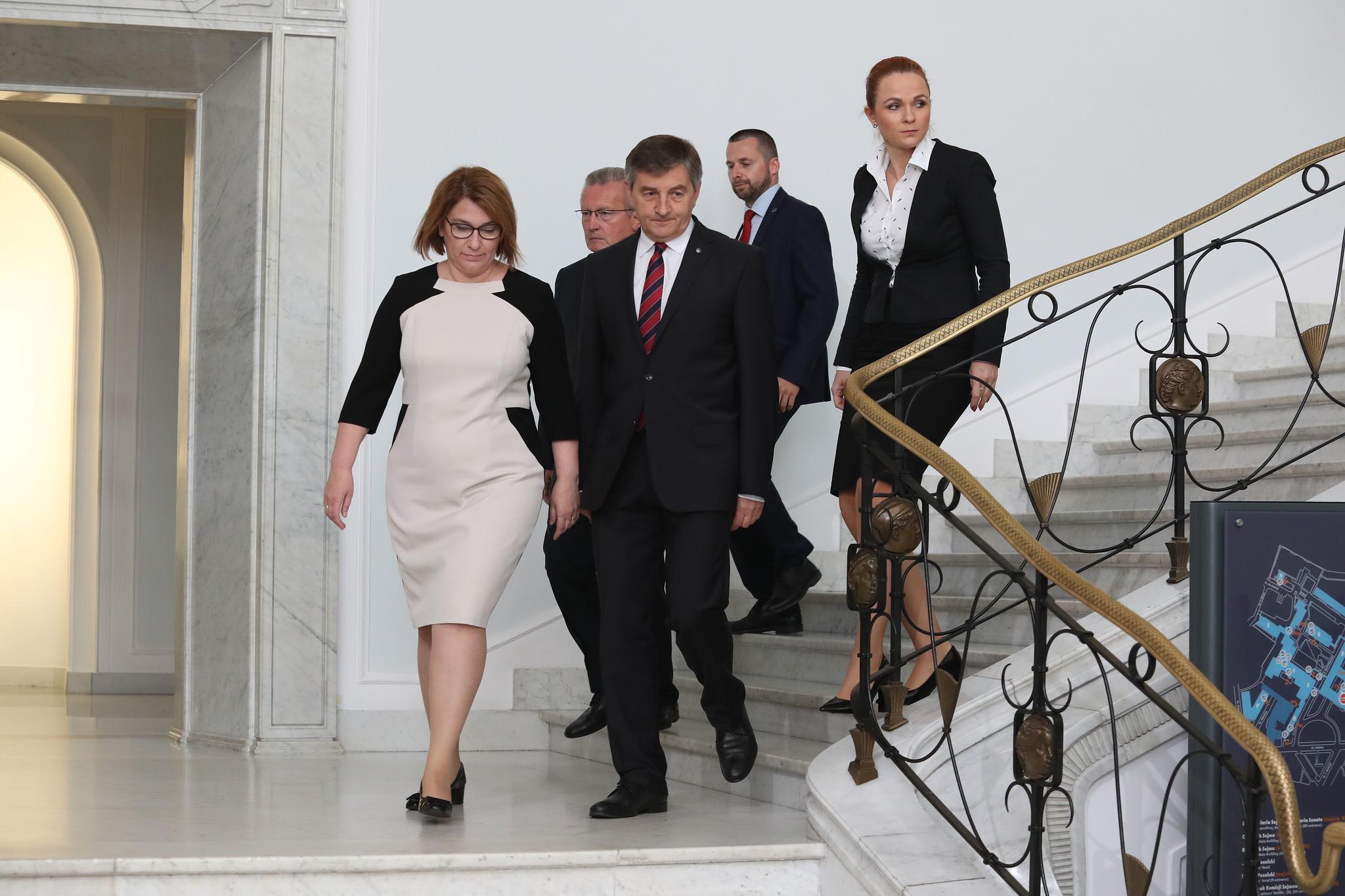 Marszałek Sejmu Marek Kuchciński i wicemarszałek Sejmu Beata Mazurek, politycy PiS (fot. Paweł Kula/Kancelaria Sejmu RP/flickr.com/CC BY 2.0)