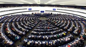 Grupy polityczne europarlamentu składają poprawki do raportu o Polsce