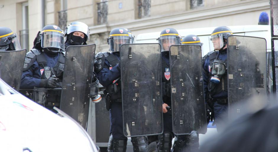 Zamieszki w Nantes we Francji. Płoną samochody i budynki