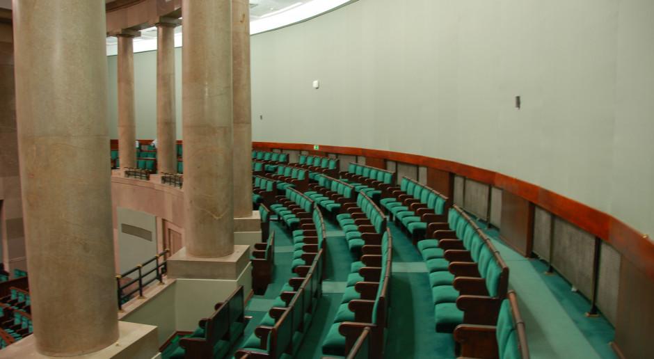 Sala obrad plenarnych sejmu. Najbliższe posiedzenie izby zaplanowano na dni 12 -14 września br. (fot. Krzysztof Belczyński/flickr.com/CC BY-SA 2.0)