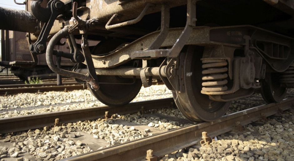 Marokańczyk dostał się do Polski pod wagonem kolejowym