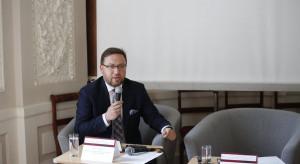 Wiceszef MSZ: hasła o zagrożeniu demokracji w Polsce są instrumentem politycznym