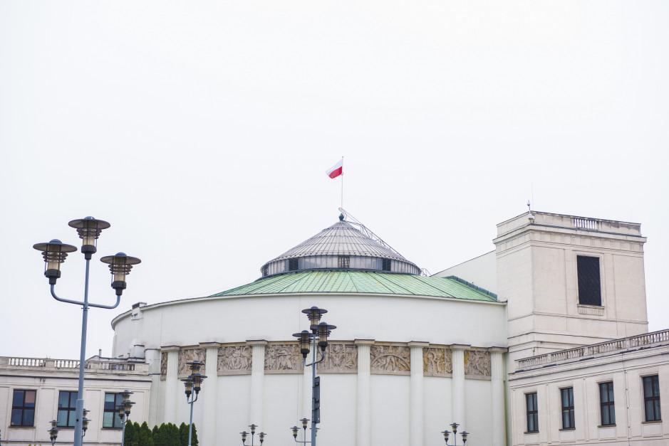 Widok na budynek Sejmu RP w Warszawie (fot. Sejm RP/flickr.com/CC BY 2.0)