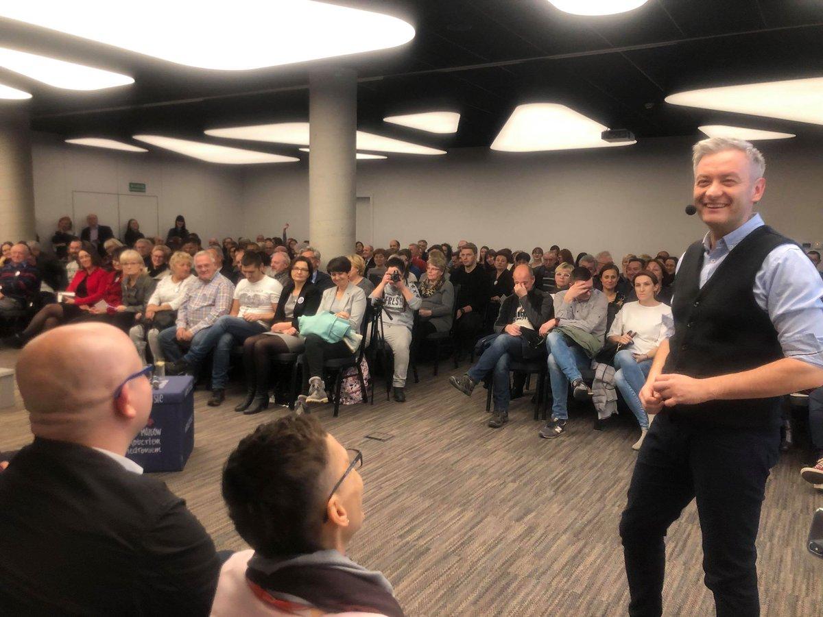 Odbyły się 22 spotkania pod szyldem Burzy mózgów - powiedział Robert Biedroń (fot. twitter.com/RobertBiedron)