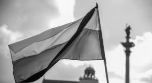 Flagi w Warszawie opuszczone do połowy w związku z żałobą