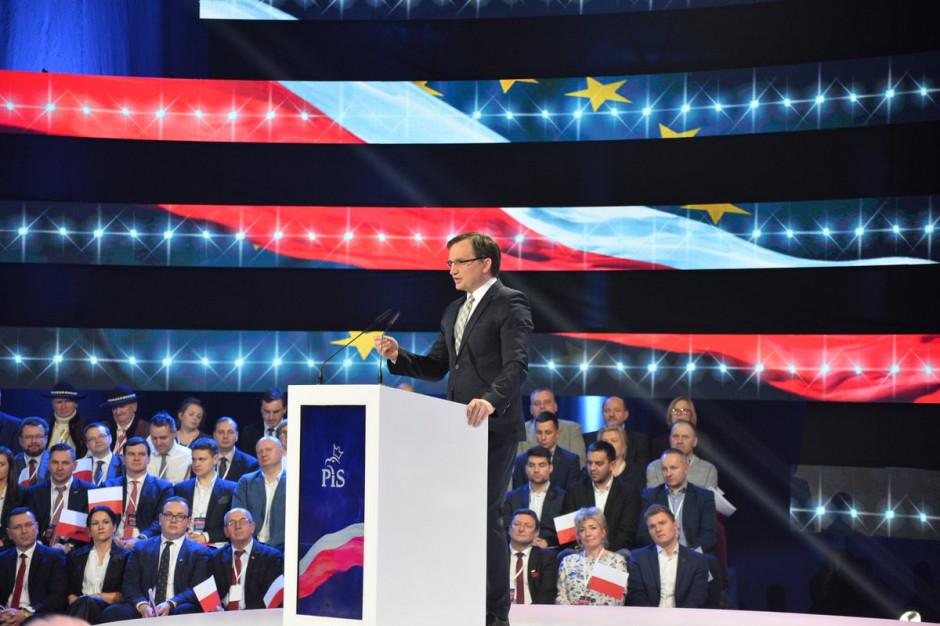 Zbigniew Ziobro na konwencji Zjednoczonej Prawicy (fot. twitter.com/SolidarnaPL)