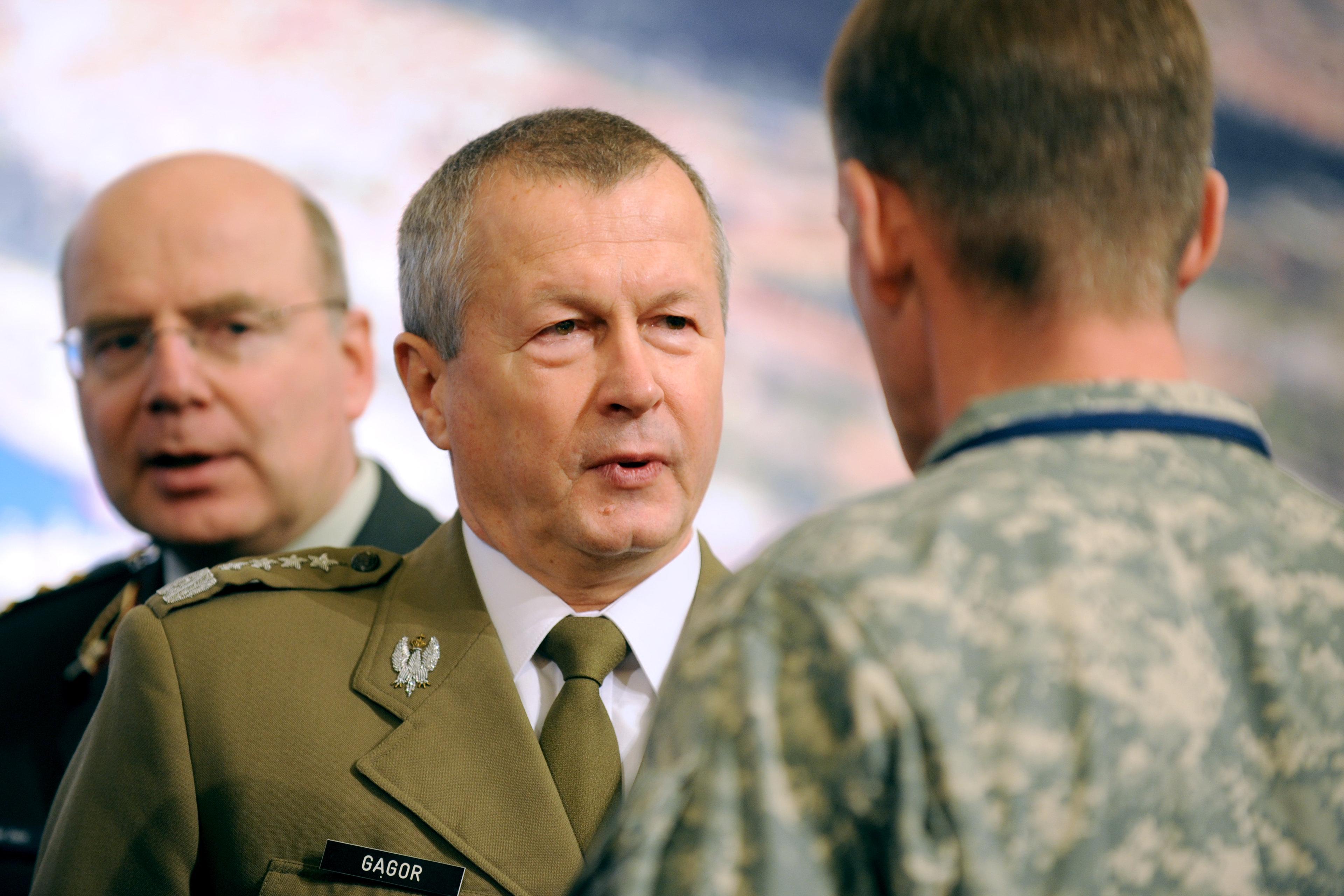 Generał Franciszek Gągor w czasie sprawowania obowiązków wojskowych. Generał zginął w czasie podróży do smoleńska 10 kwietnia 2010 r. Miał 58 lat. (fot. Siły zbrojne USA/domena publiczna)