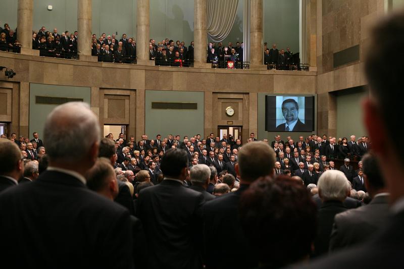 Parlamentarzyści uczcili pamięć ofiar katastrofy smoleńskiej (fot. sejm.gov.pl)