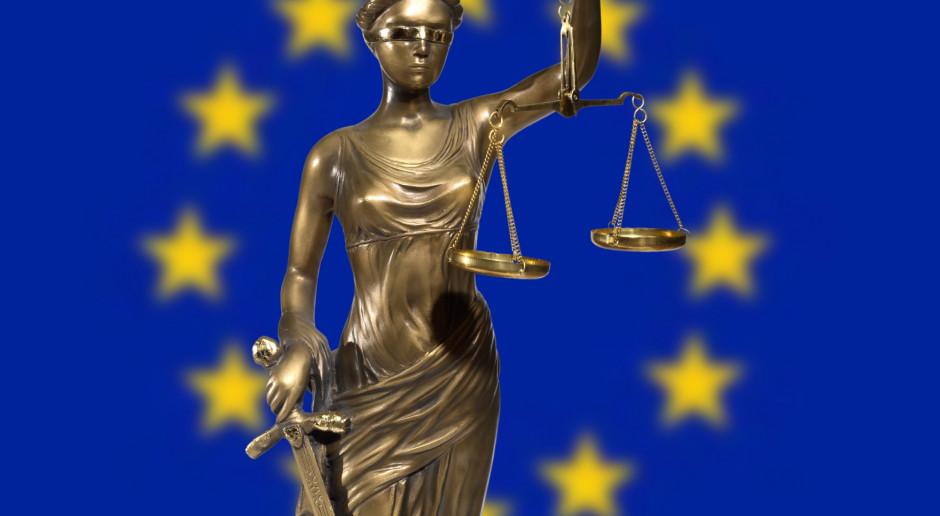 Powiązanie funduszy UE z praworządnością pozostaje na stole