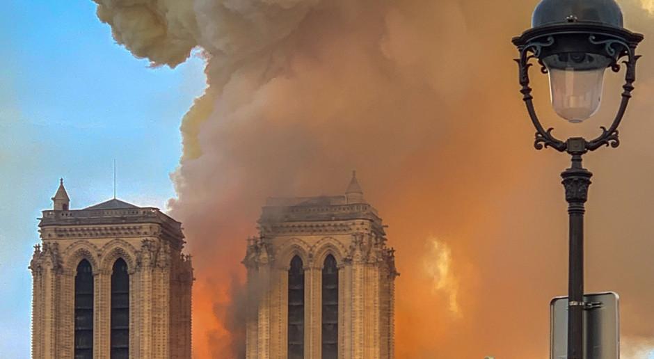 Katedra Notre Dame o mały włos straciłaby wieże dzwonnic