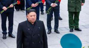 Przywódca Korei Płn. nadzoruje ćwiczenia lotnicze w symulowanej wojnie