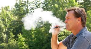 Komisja finansów wpisała do projektu stawkę akcyzy na płyn do e-papierosów