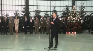 Prezydent i szef MON podczas świątecznego spotkania z żołnierzami