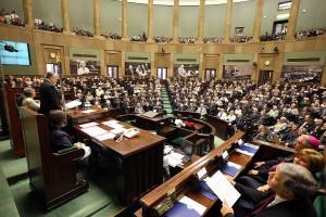 Większość Polaków dobrze oceniła poparcie przez Sejm ratyfikacji Funduszu Odbudowy