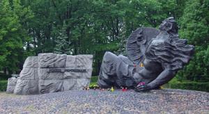 """Marszałek Senatu i prezydent Warszawy złożyli kwiaty pod pomnikiem """"Polegli Niepokonani"""""""