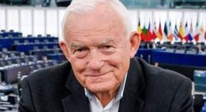 Były premier Leszek Miller zaszczepił się przeciw COVID-19