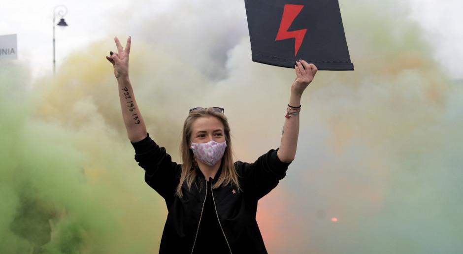Sondaż: spada poparcie dla protestów Strajku Kobiet